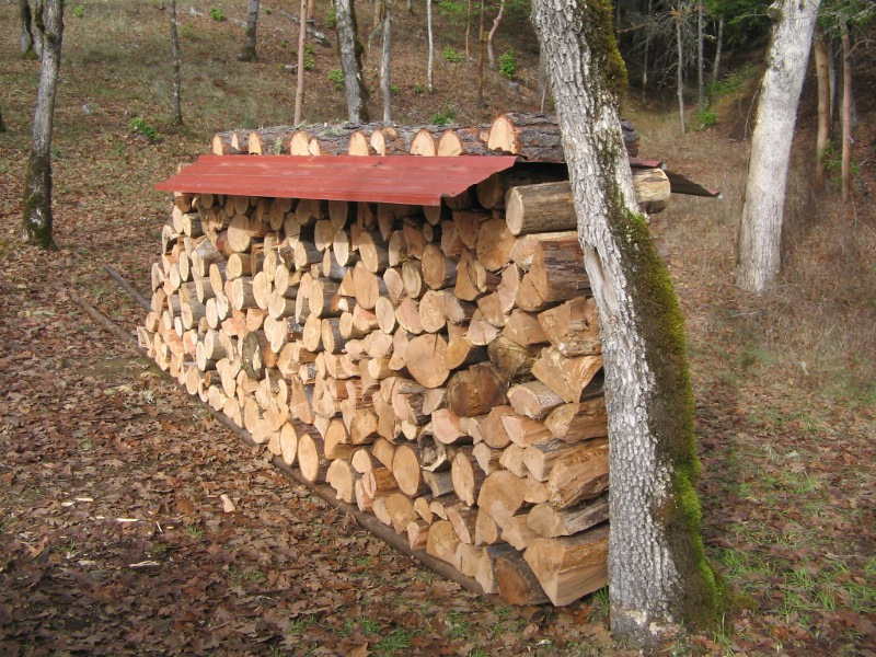 how to cover stacked firewood 1